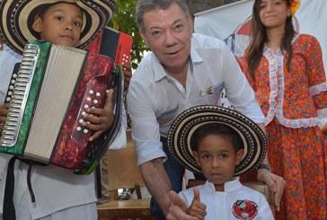 Santos rinde homenaje al Maestro José Barros