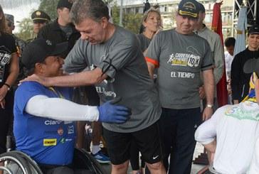 Santos: «No es momento de dividirnos, sino de unirnos por la paz»