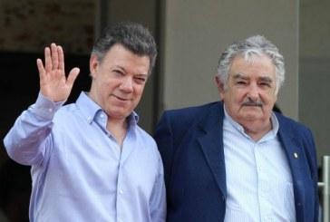 Santos dice no haber nombrado a Mujica como mediador de paz