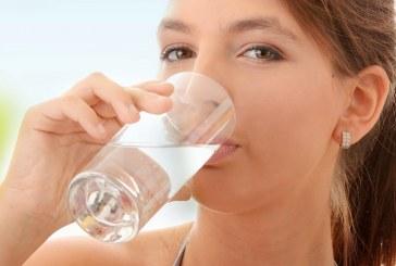 ¿Sirven los 8 vasos diarios de agua?