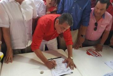 Gorky Muñoz se inscribió oficialmente