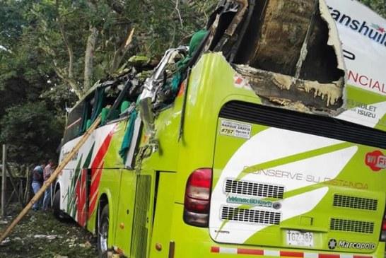 Grave accidente de bus de Cootranshuila en vía Garzón – Neiva