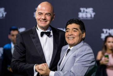 Diego Armando Maradona llega a la FIFA