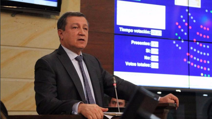 """""""Noticias Caracol no publica los sobornos del Gobierno Santos"""": Senador Macías"""