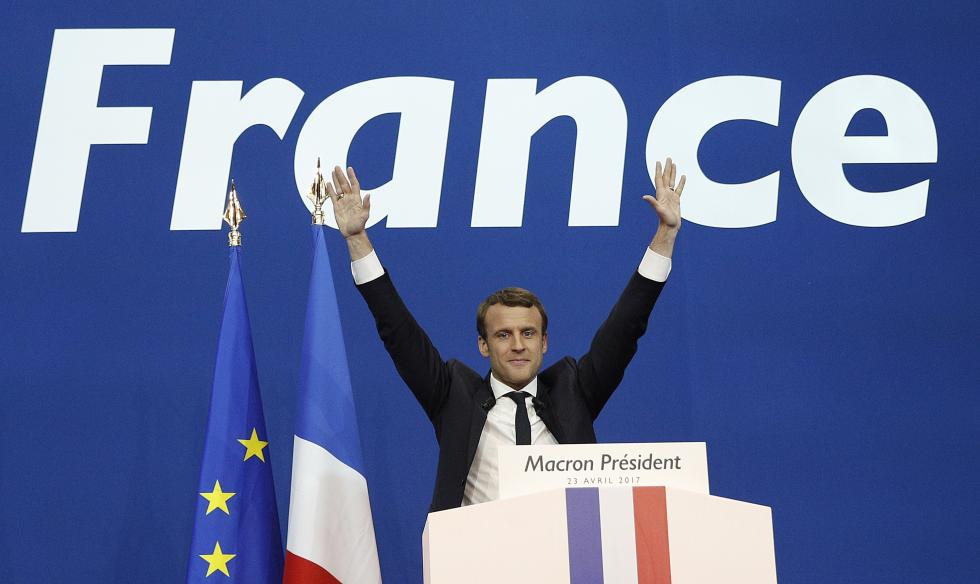 Gentiloni y Renzi felicitan a Macron por la victoria en Francia