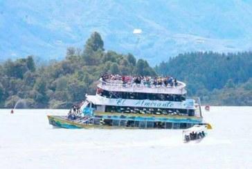 Naufraga embarcación en represa de Guatapé, Antioquia