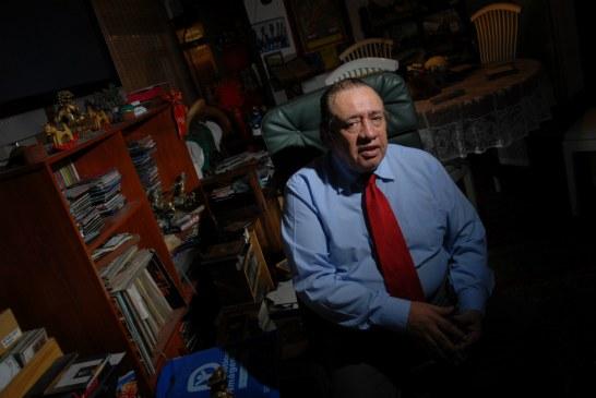 Murió el periodista huilense Héctor Mora, de 'El mundo al vuelo'