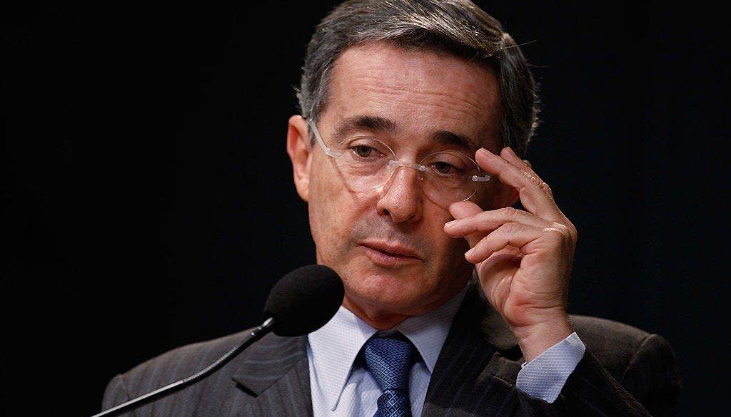 Periodistas exigen el respeto de Álvaro Uribe