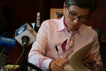 """""""Magistrados corruptos gozan de impunidad por abuso de la Corte Constitucional"""": Claudia López"""