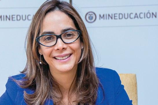 Colombiano increpa a Gina Parody en Nueva York para que responda ante la justicia